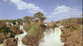436702111-epupa-falls-kunene-angola-chaine-de-montagnes