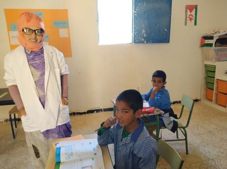 Cours dans l'école spéciale pour enfants sourds, muets et aveugles